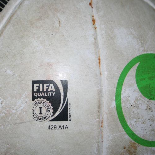 """FIFA Quality""-Siegel eines Uhlsport Trainingsballs 2015"