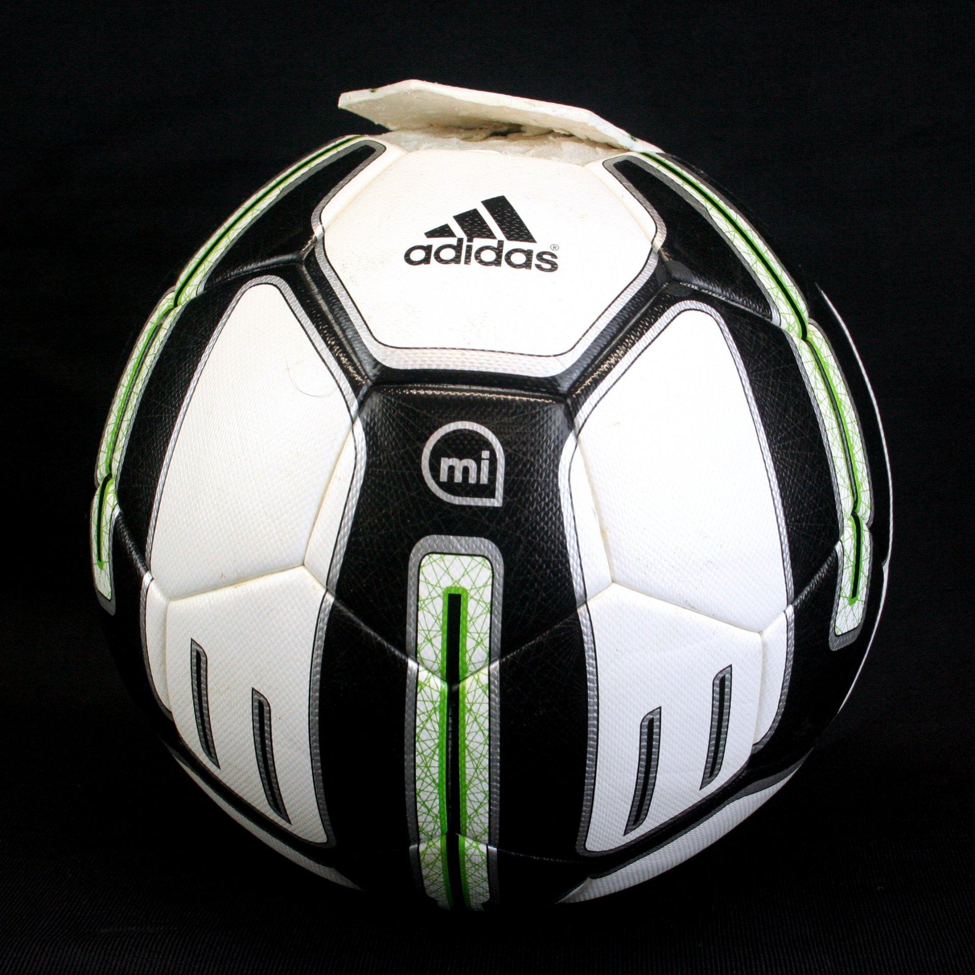 Adidas miCoach Smart Ball von innen